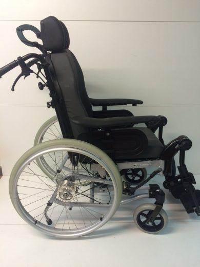 Fauteuil roulant confort Invacare Clematis 39 cm